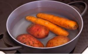 Варим морковь и картошку в мундире