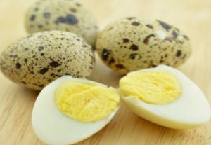 Варим перепелиные яйца в крутую